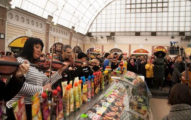 Одесский оркестр устроил музыкальный флешмоб на Привозе