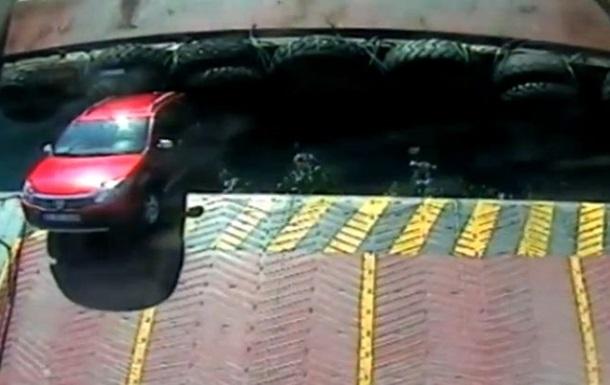 В Турции автомобиль упал из парома в воду, погиб ребенок