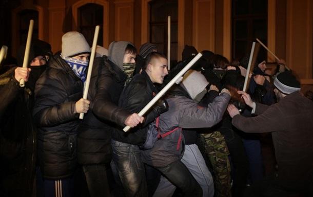 Добьют ли демократию мальчишки с палками?