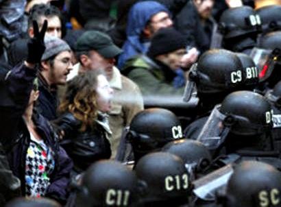 ИХ НРАВЫ:Студентка, в которую полицейский брызнул газом, должна заплатить 7 тыся