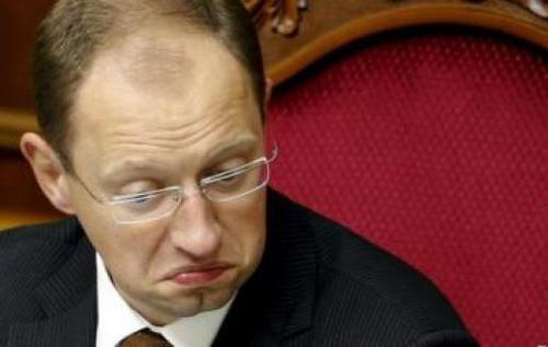 Тимошенко призывает Яценюка публично отказаться от должности премьера