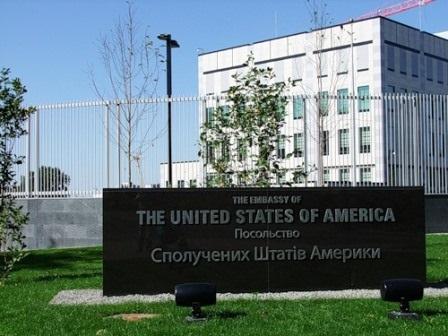 Посольство США продолжает, спекулировать на избиении журналистов