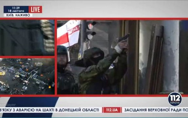 Мирные  митингующие используют боевое оружие!