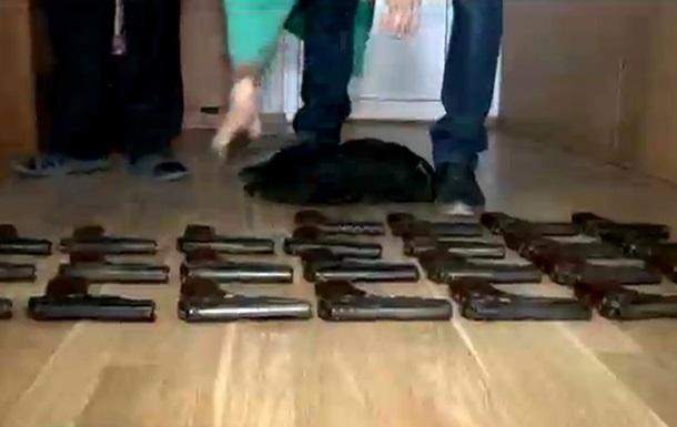 Во Львове возле мусорника нашли две сумки с пистолетами Макарова