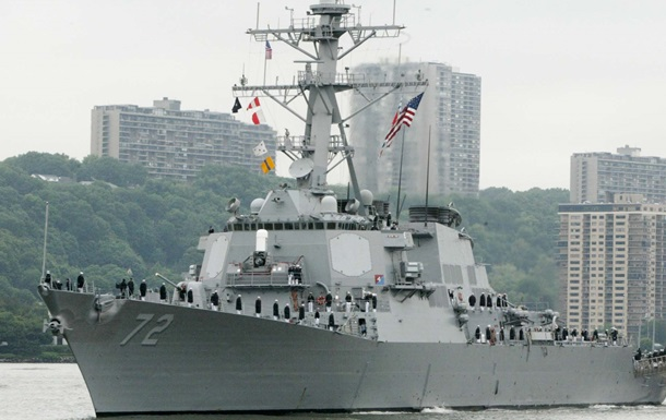 На американском эсминце неизвестный застрелил матроса