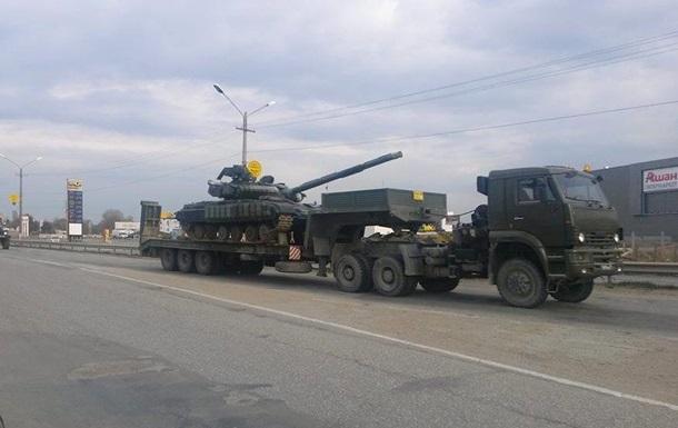 Россияне свозят на север Крыма танки, а в Симферополь стягивают пехоту и БТРы – Минобороны