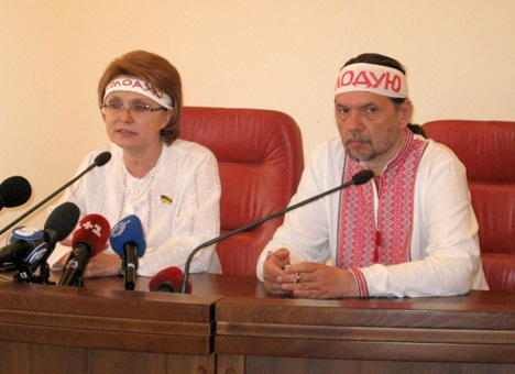 Ще одного голодуючого лікарі вимагають відмовитися від акції протесту