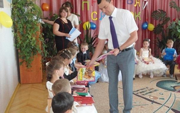 Ігор Зубко дарував книги дітям