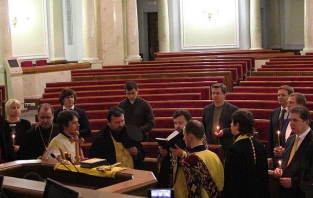 Представитель УПЦ устроил в Верховной Раде экуменический  молебен