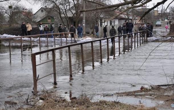 Україну топить.