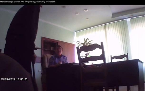 Начальник ГАИ уже грабит прямо в своем кабинете (видео)