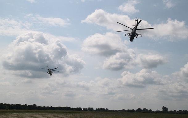 На Львівщині армійські вертолітники відпрацювали вправи парного пілотування