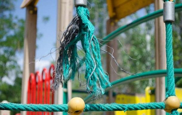 Детская площадка: зона риска