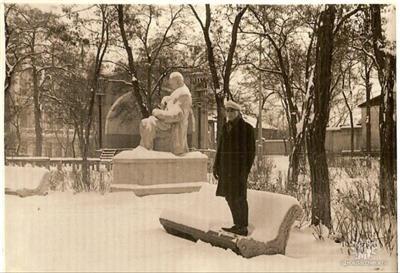 Вимагаю дістати з-під землі пам'ятник Т.Шевченкові