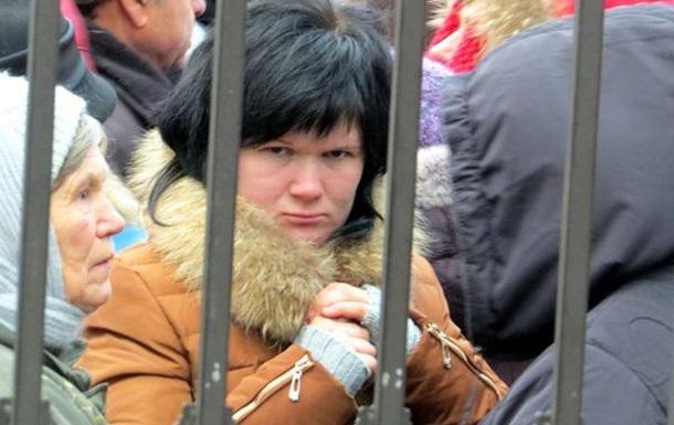 Клетка-вольер под охраной милиции - модель государства Януковича