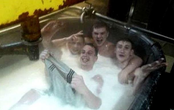 В России работники сырного комбината купались в ванне с молоком, предназначенным для производства продукции