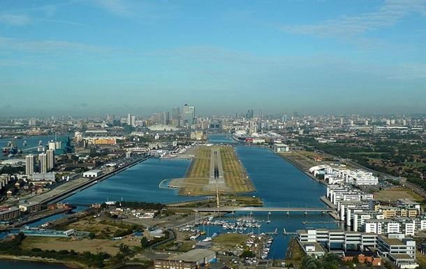В Лондонском аэропорту перед взлетом у самолета взорвался двигатель