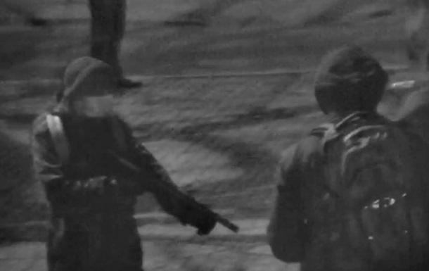 Появилось видео нападения  Воинов Нарнии  на киевский банк