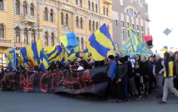 Фанаты Металлиста и Шахтера провели совместную акцию за единство страны