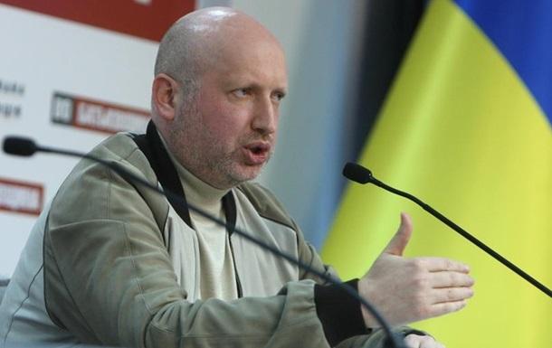 Турчинов поручил уволить в запас призванных из Крыма военных