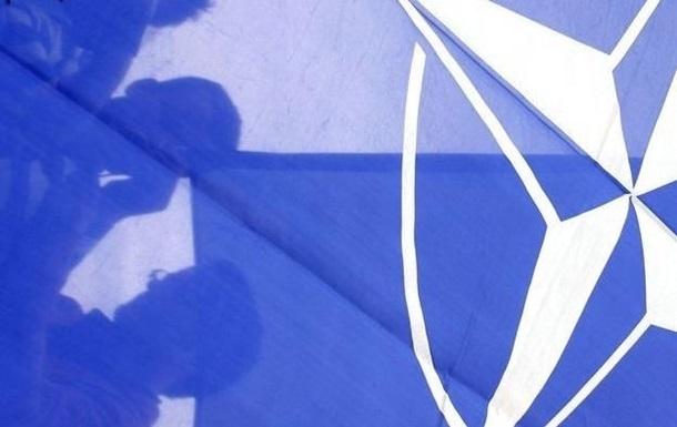 НАТО не рассматривает военного ответа на действия России в Украине