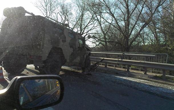 Возле Симферополя в троллейбус въехал российский  Тигр , есть пострадавшие
