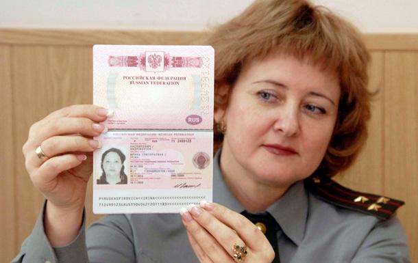 В Крыму вводят электронные очереди на получение паспортов РФ