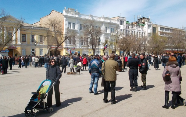 В Феодосии проходит митинг За народную власть