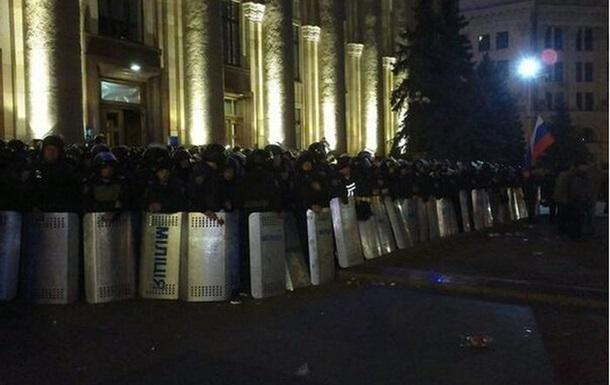 Пророссийские активисты штурмом взяли Харьковскую облгосадминистрацию
