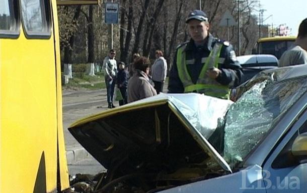 ДТП в Киеве: водитель иномарки бросил раненого пассажира
