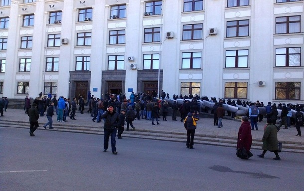 Власти опасаются нового штурма Луганской ОГА