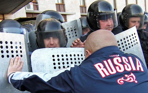 Возле захваченной Донецкой ОГА продолжается митинг