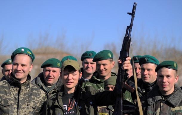 Сменил вилы на автомат. Ляшко проведал военных под Черниговом и посетил Луганск