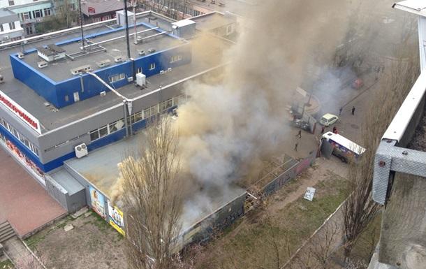 В Киеве горит огромный супермаркет