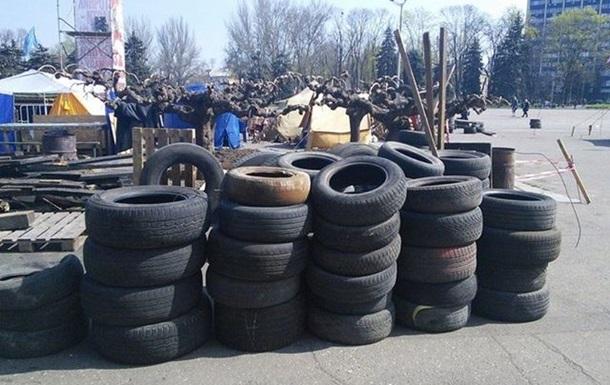 В центре Одессы сторонники федерализации возводят баррикады