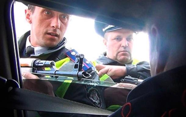 Автомат в лицо. Инспекторы Кобры угрожали оружием журналисту Дорожного контроля