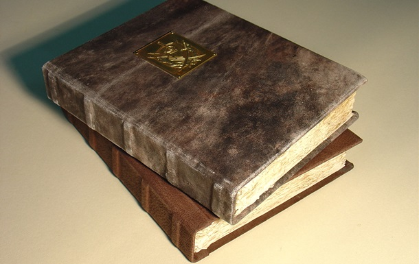 В библиотеке Гарварда найдены книги с переплетом из человеческой кожи
