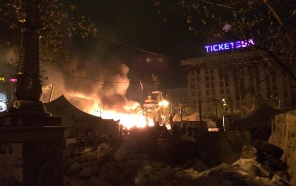 Ночью на Майдане был сильный пожар, возле Глобуса горели палатки