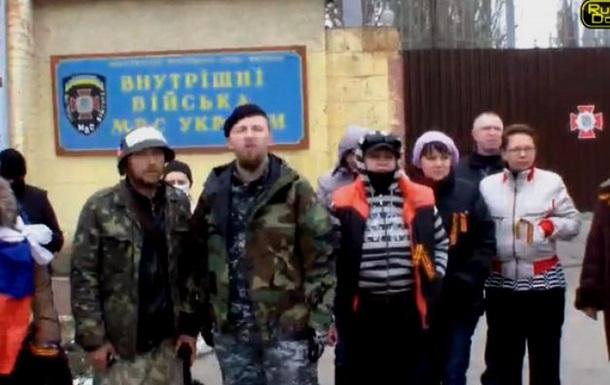 Чтобы не порубили в капусту наших ребят!  В Донецке заблокировали выезд из воинской части