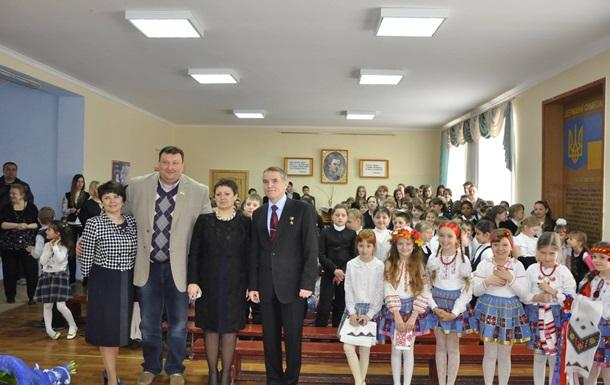Перший космонавт України Л. Каденюк розповів школярам про політ у космос