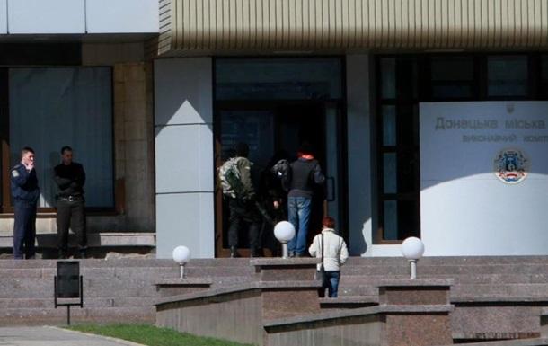В здании Донецкого горсовета около 50 человек с АК и снайперскими винтовками - источник