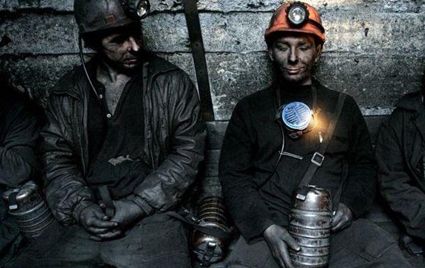 Горняки будут круглосуточно дежурить на шахтах - охранять