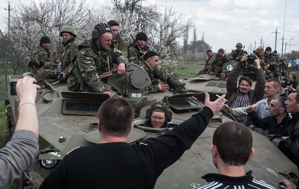 Более тысячи активистов блокируют солдат у Краматорска – Тымчук
