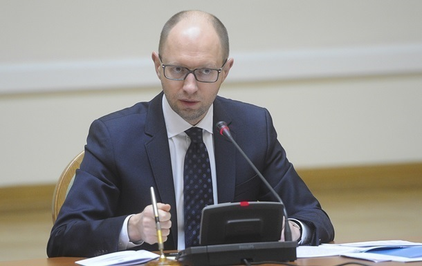 Яценюк призвал протестующих на востоке Украины освободить админздания и сложить оружие