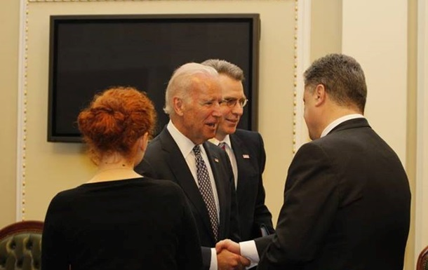 Порошенко обсудил с Байденом переаттестацию украинских военных и милиционеров
