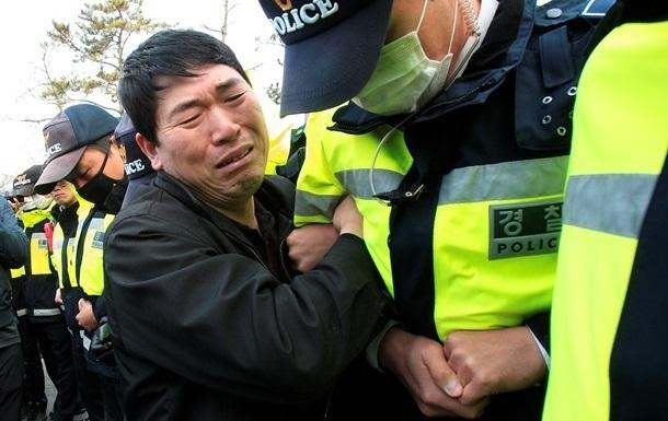 Число жертв крушения парома в Южной Корее достигло 159 человек