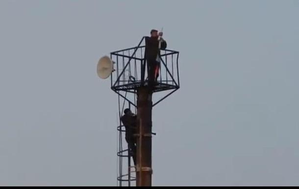 Возле КПП Должанский Луганской области подняли российский флаг