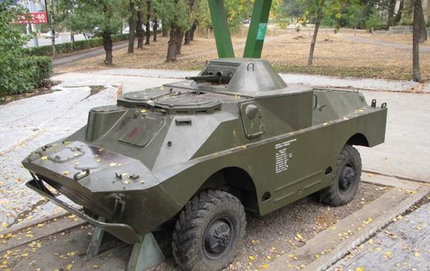 В Киеве заметили боевую разведывательную машину с гражданскими номерами