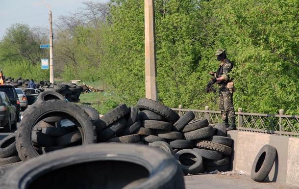 Протестующие укрепляют блок-посты на въездах в Славянск
