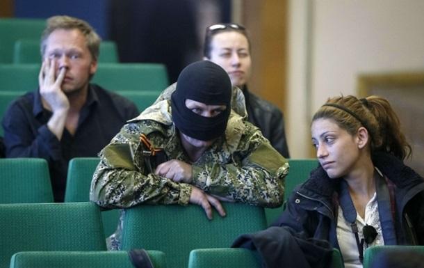 Сторонники федерализации ввели в Славянске  аккредитацию  для журналистов